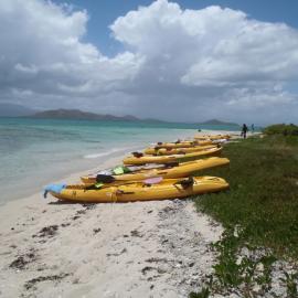 Traversée en kayak et Journée farniente avec barbecue sur l'îlot Konduyo à Ouano